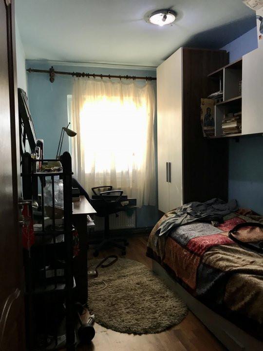 Apartament cu 3 camere, decomandat, de vanzare, zona Lipovei  7