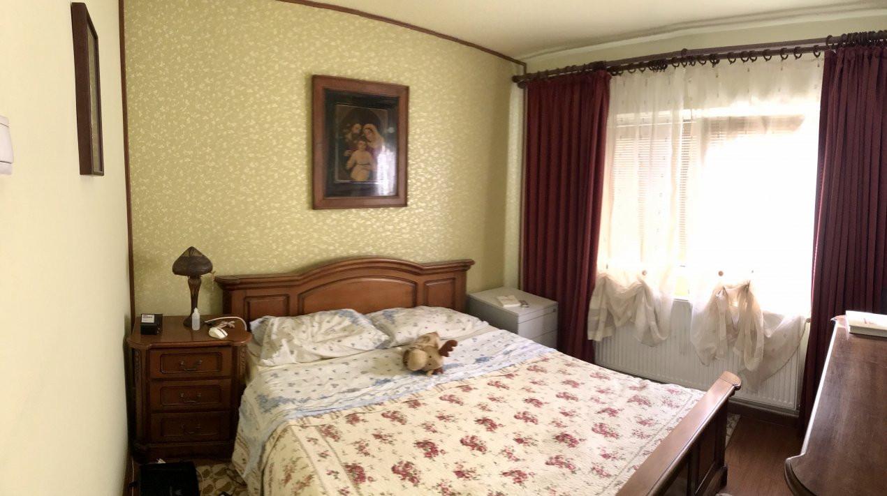Apartament cu 3 camere, decomandat, de vanzare, zona Lipovei  8