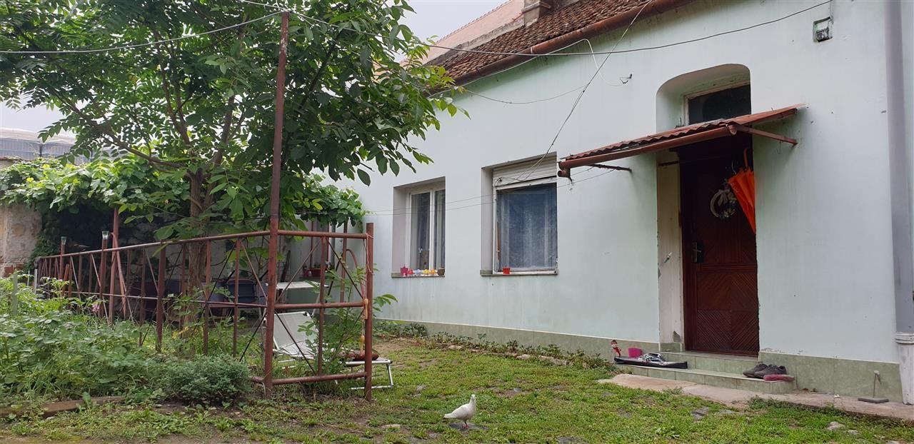 Casa de vanzare cu 3 apartamente si anexazona Fabrica de Bere - ID V270 6