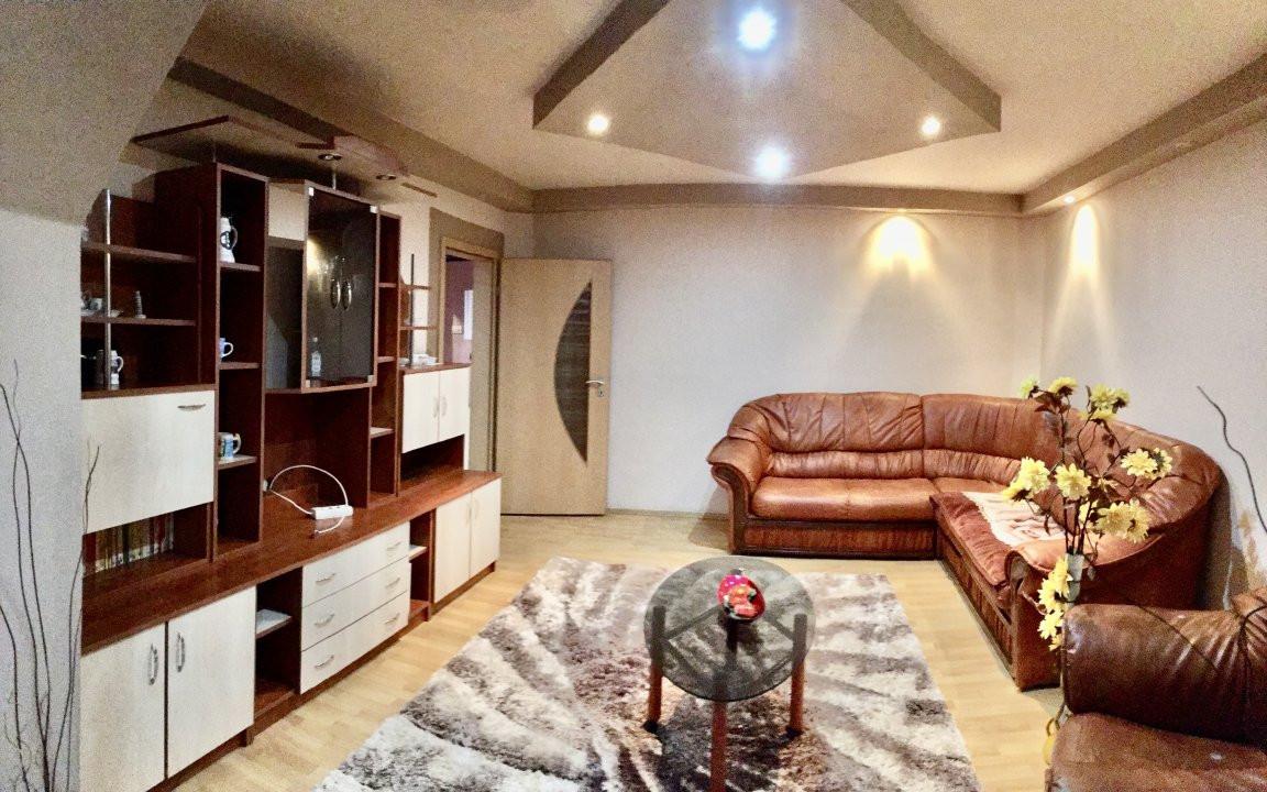 Apartament cu 3 camera, decomandat, de vanzare, zona Lipovei 1