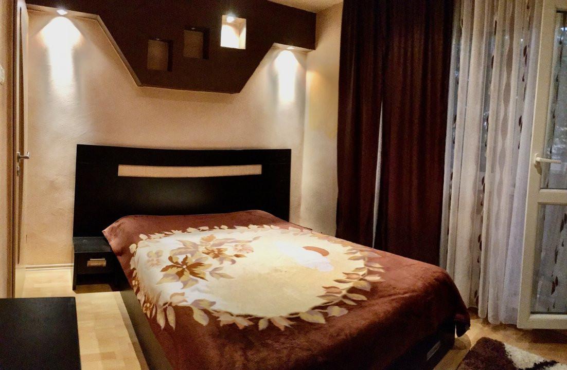 Apartament cu 3 camera, decomandat, de vanzare, zona Lipovei 3