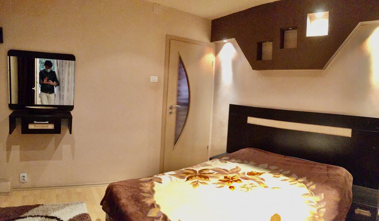 Apartament cu 3 camera, decomandat, de vanzare, zona Lipovei 4