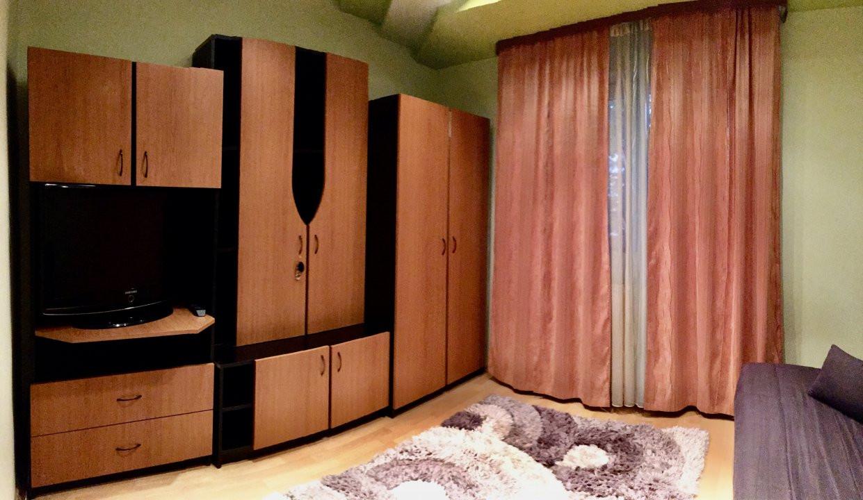 Apartament cu 3 camera, decomandat, de vanzare, zona Lipovei 5