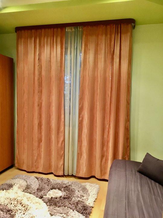 Apartament cu 3 camera, decomandat, de vanzare, zona Lipovei 6