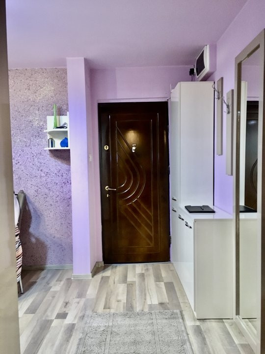 Apartament cu 3 camera, decomandat, de vanzare, zona Lipovei 10