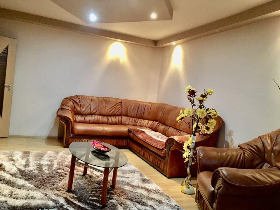 Apartament cu 3 camera, decomandat, de vanzare, zona Lipovei 13