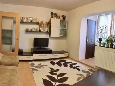 Apartament cu 4 camera, decomandat, de vanzare, zona Cetatii