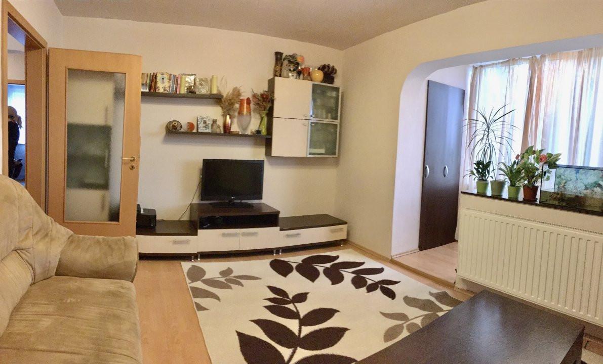 Apartament cu 4 camera, decomandat, de vanzare, zona Cetatii 1