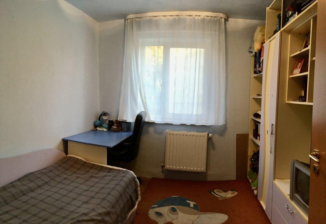 Apartament cu 4 camera, decomandat, de vanzare, zona Cetatii 4