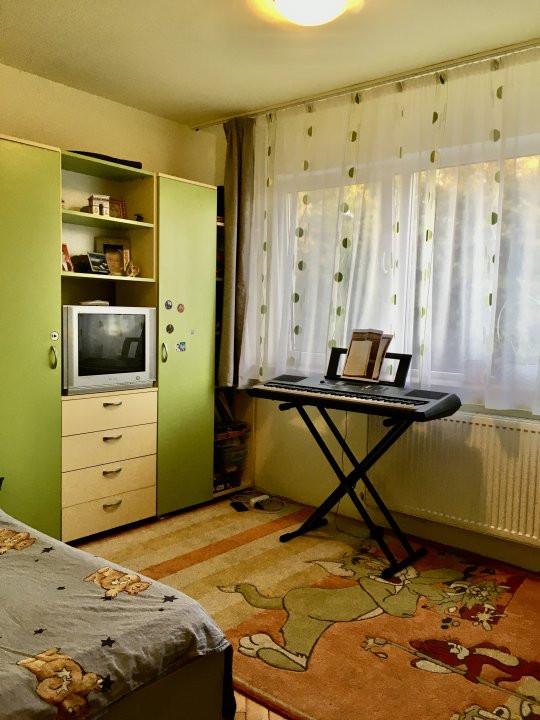 Apartament cu 4 camera, decomandat, de vanzare, zona Cetatii 6