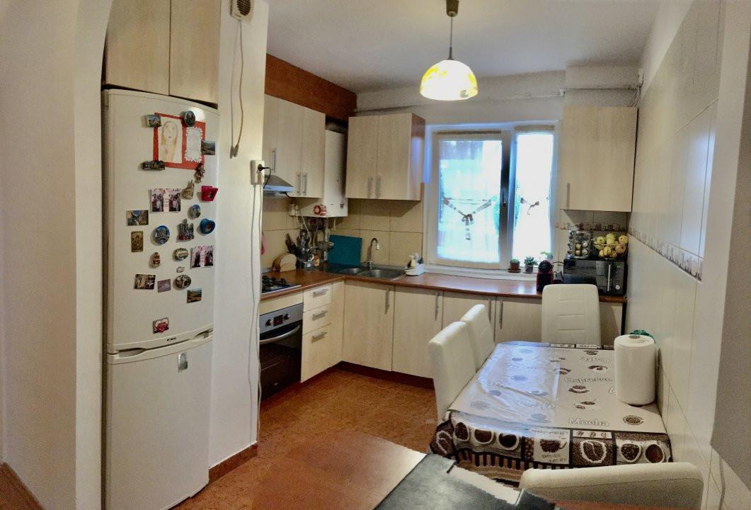 Apartament cu 4 camera, decomandat, de vanzare, zona Cetatii 7