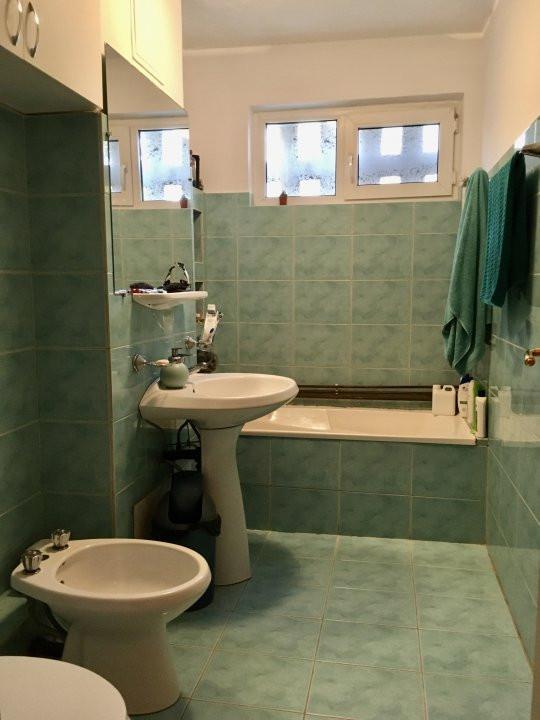 Apartament cu 4 camera, decomandat, de vanzare, zona Cetatii 8