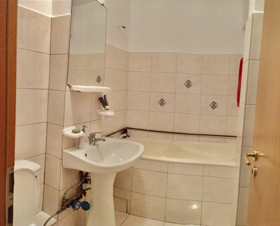 Apartament cu 4 camera, decomandat, de vanzare, zona Cetatii 9