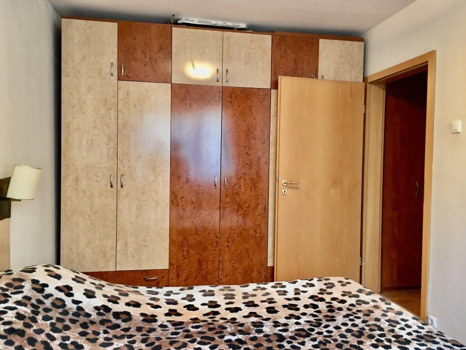 Apartament cu 4 camera, decomandat, de vanzare, zona Cetatii 10