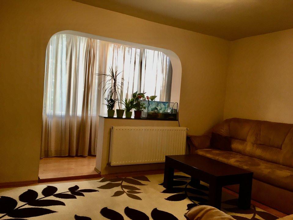 Apartament cu 4 camera, decomandat, de vanzare, zona Cetatii 12