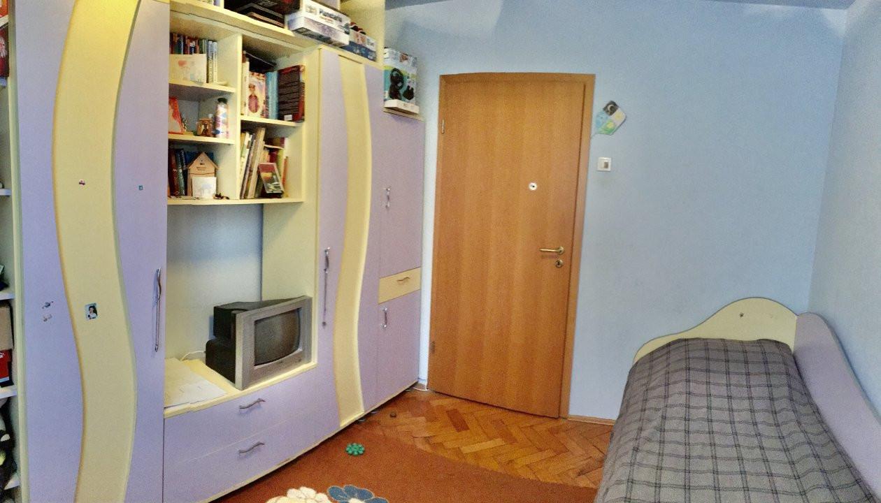 Apartament cu 4 camera, decomandat, de vanzare, zona Cetatii 13