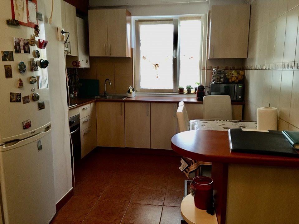 Apartament cu 4 camera, decomandat, de vanzare, zona Cetatii 16