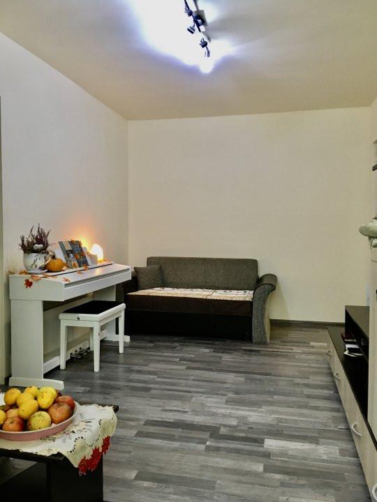 Apartament cu 3 camere, semidecomandat, de vanzare, zona Dacia. 1