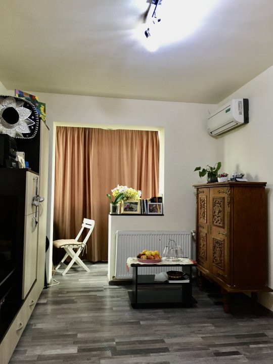 Apartament cu 3 camere, semidecomandat, de vanzare, zona Dacia. 2