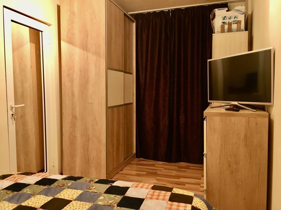 Apartament cu 3 camere, semidecomandat, de vanzare, zona Dacia. 4
