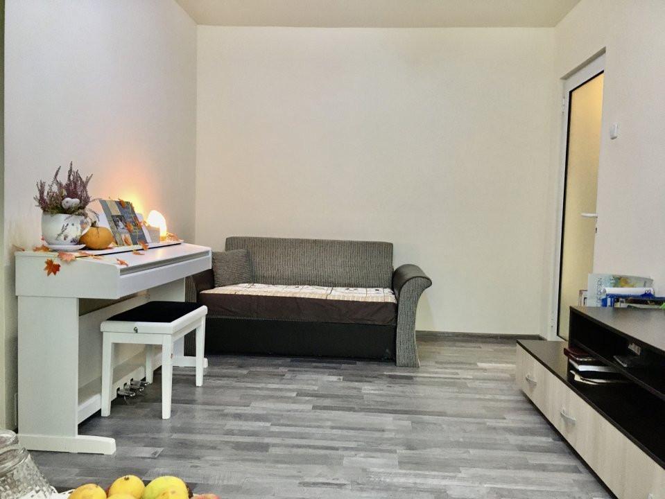 Apartament cu 3 camere, semidecomandat, de vanzare, zona Dacia. 11