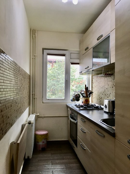 Apartament cu 3 camere, semidecomandat, de vanzare, zona Dacia. 12