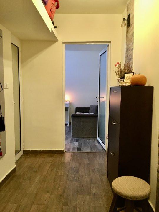 Apartament cu 3 camere, semidecomandat, de vanzare, zona Dacia. 13