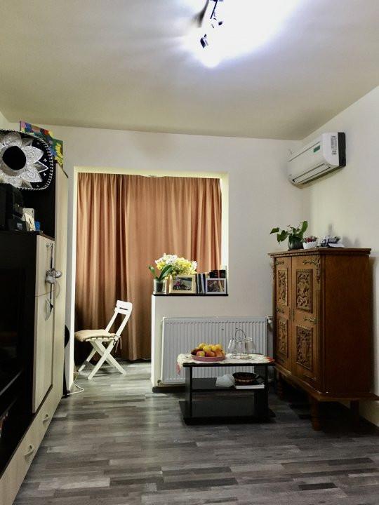 Apartament cu 3 camere, semidecomandat, de vanzare, zona Dacia. 14