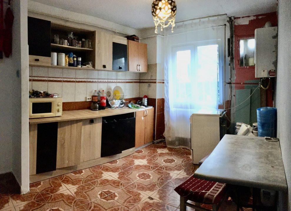 Apartament cu 3 camere, semidecomandat, de vanzare, zona Circumvalatiunii. 6