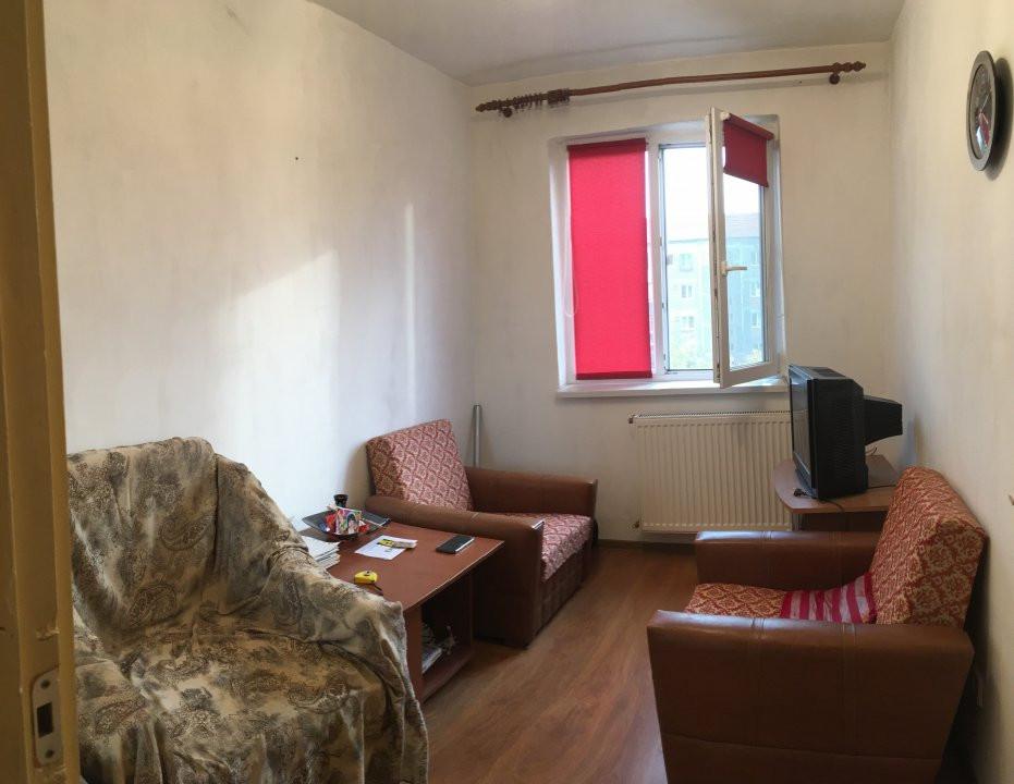 Apartament cu 3 camere, semidecomandat, de vanzare, zona Cetatii. 3