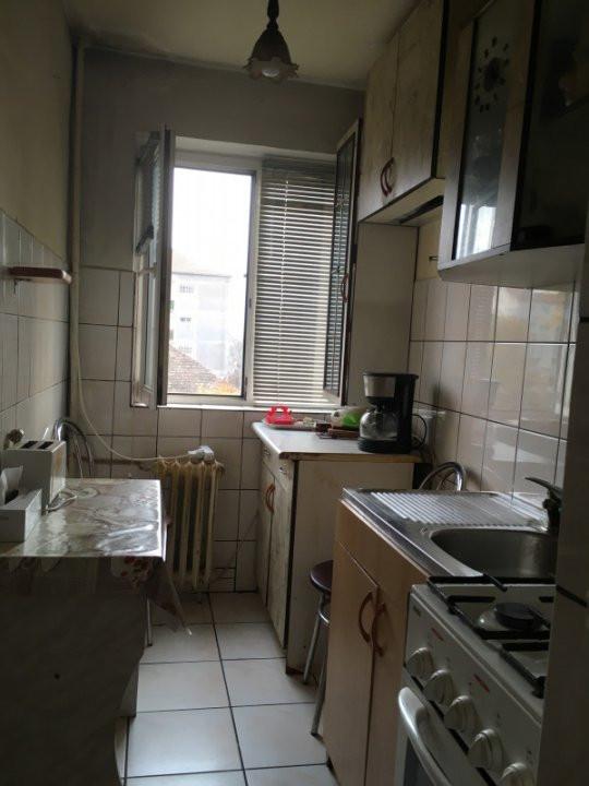 Apartament cu 3 camere, semidecomandat, de vanzare, zona Cetatii. 6