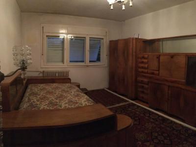 Apartament cu 3 camere, semidecomandat, de vanzare, zona Cetatii.