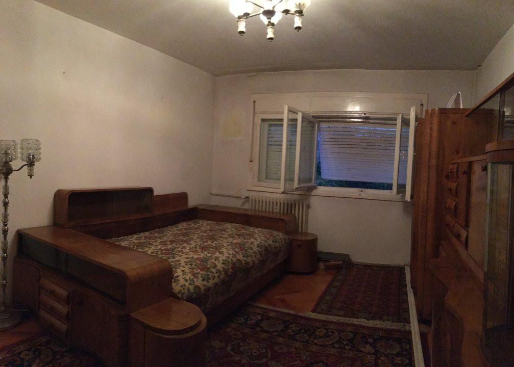 Apartament cu 3 camere, semidecomandat, de vanzare, zona Cetatii. 2