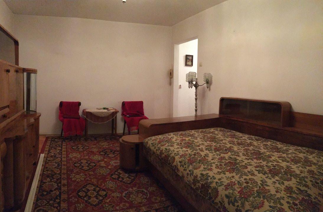 Apartament cu 3 camere, semidecomandat, de vanzare, zona Cetatii. 1