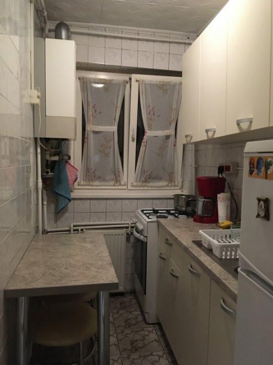Apartament cu 3 camere, semidecomandat, de vanzare, zona Dacia. 6