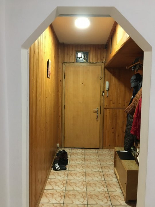 Apartament cu 3 camere, semidecomandat, de vanzare, zona Dacia. 8