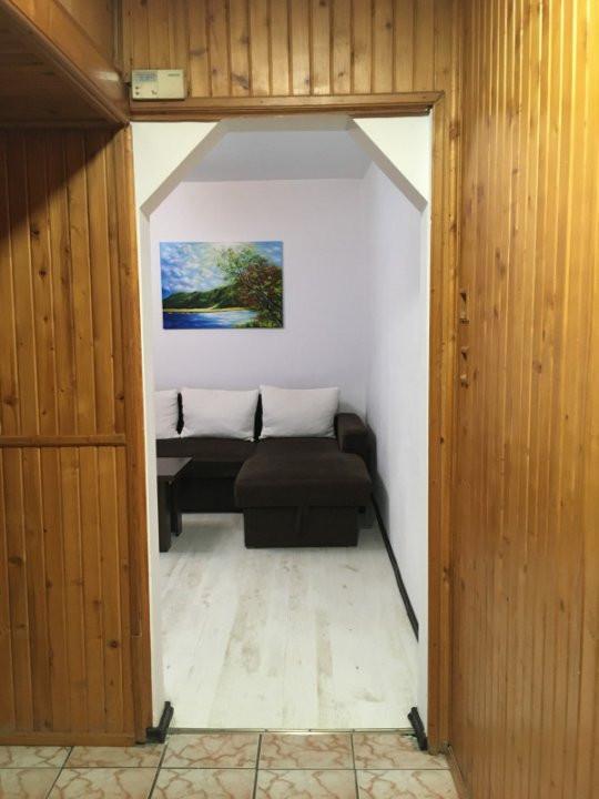 Apartament cu 3 camere, semidecomandat, de vanzare, zona Dacia. 9