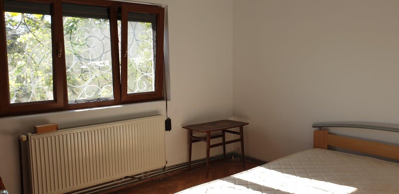 Apartament 2 camere de confort 1 de vanzare Zona Modern 3