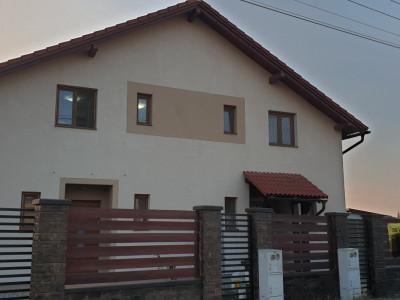 Casa tip duplex 4 camere de vanzare Mosnita Noua