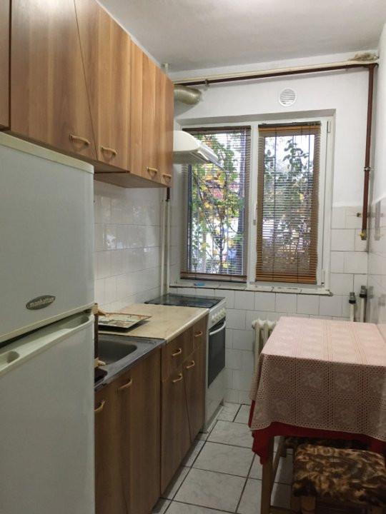 Apartament cu 2 camere, semidecomandat, de vanzare, zona Take Ionescu. 6