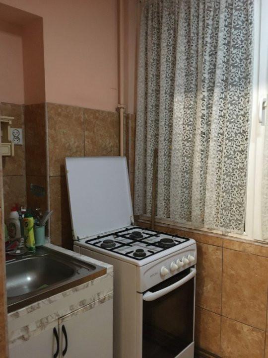 Apartament cu 2 camere, decomandat, de vanzare, zona Lipovei. 6