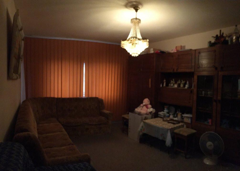 Apartament cu 3 camere, decomandat, de vanzare, zona Lipovei. 2