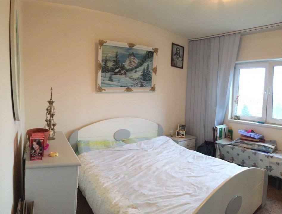 Apartament cu 3 camere, decomandat, de vanzare, zona Lipovei. 3
