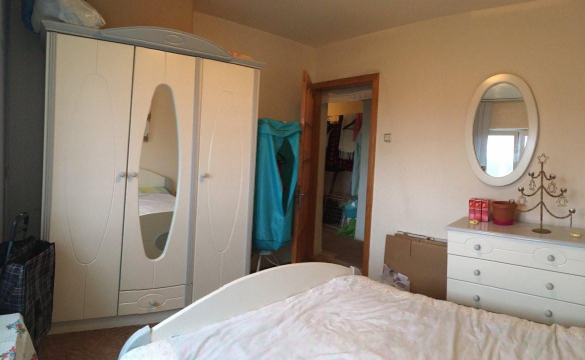 Apartament cu 3 camere, decomandat, de vanzare, zona Lipovei. 4