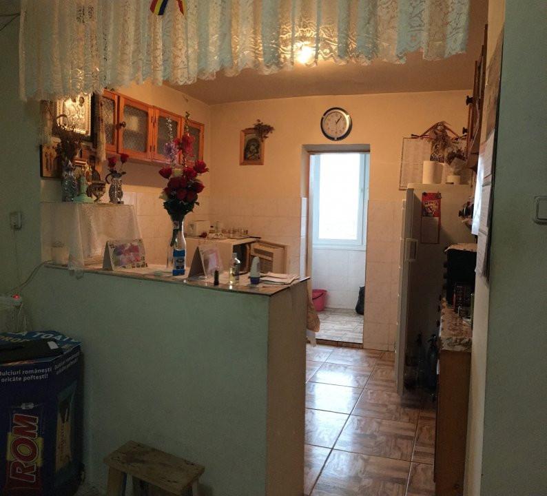 Apartament cu 3 camere, decomandat, de vanzare, zona Lipovei. 6