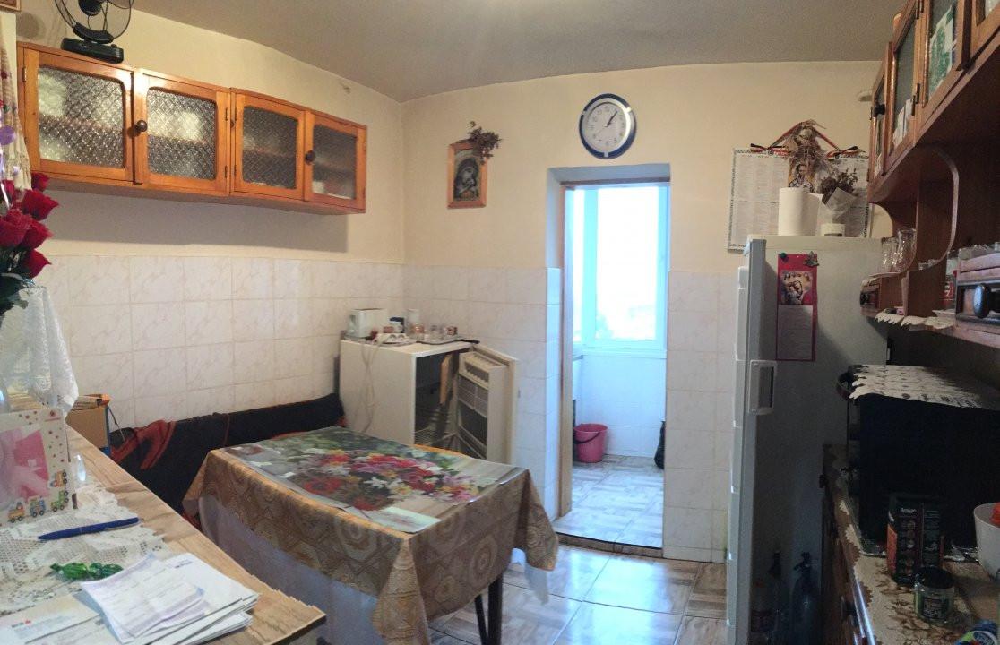 Apartament cu 3 camere, decomandat, de vanzare, zona Lipovei. 7