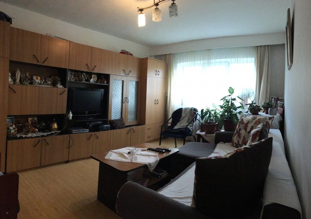 Apartament cu 3 camera, decomandat, de vanzare, zona Lipovei 2