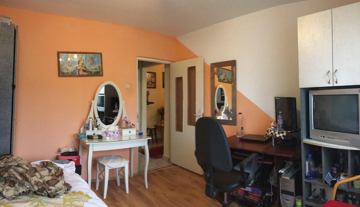 Apartament cu 3 camera, decomandat, de vanzare, zona Lipovei 7