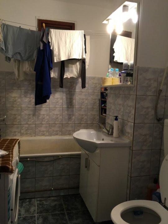 Apartament cu 3 camera, decomandat, de vanzare, zona Lipovei 9