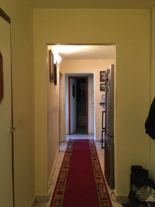 Apartament cu 3 camera, decomandat, de vanzare, zona Lipovei 11
